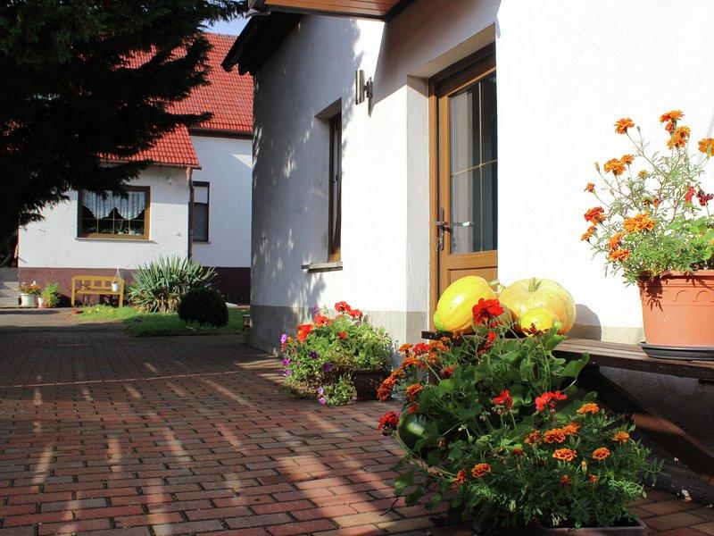 Quaint Holiday Home in Schenkendöbern on a farm, location de vacances à Cottbus