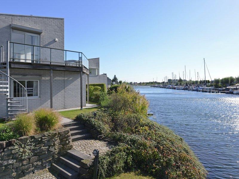 Detached Water Villa in Kortgene by the Sea, alquiler vacacional en Wolphaartsdijk