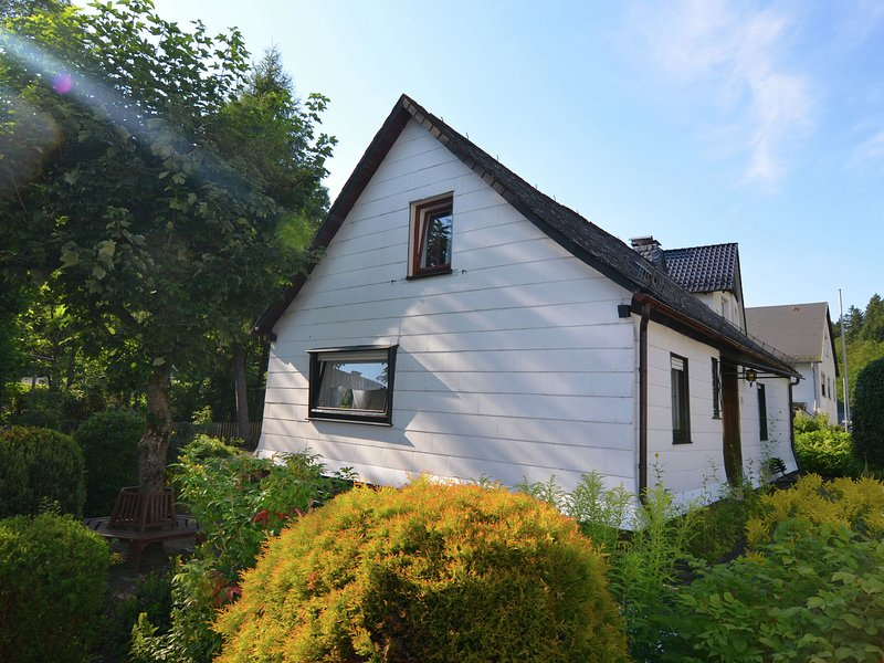 Detached holiday home with garden on the edge of the forest in Ramsbeck, in the, holiday rental in Andreasberg