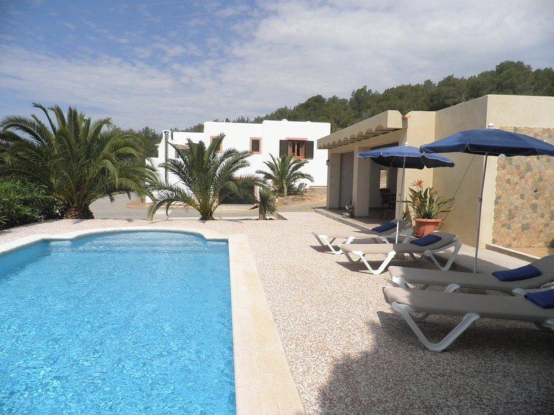 Fine villa with pool within walking distance of San Jose, holiday rental in Sant Josep de Sa Talaia
