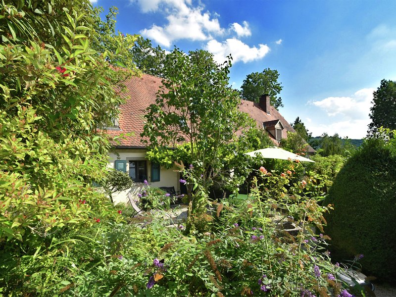 Cozy Holiday Home near Forest in Weissenburg in Bayern, holiday rental in Weissenburg in Bayern