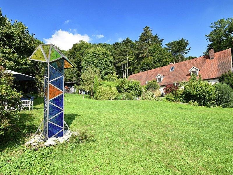 Cozy Holiday Home near Forest in Weissenburg in Bayern, holiday rental in Treuchtlingen