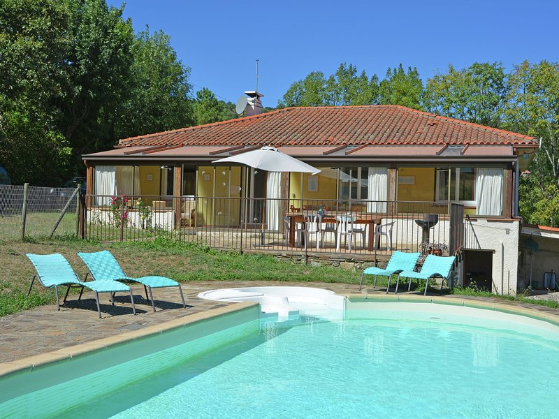 Spacious Villa in Saint-Marsal with Swimming Pool, vacation rental in Oms