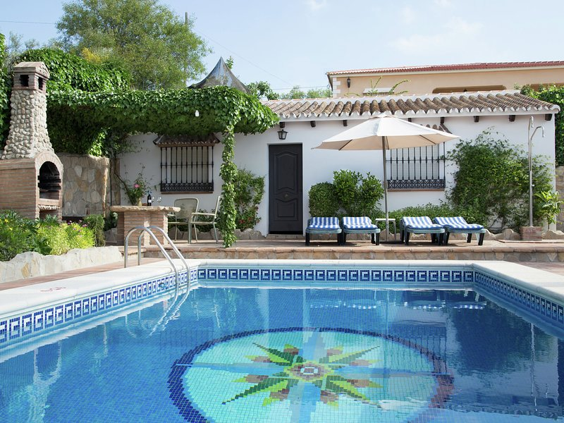 Country Villa in Andalusia with swimming pool and garden with views, aluguéis de temporada em Antequera