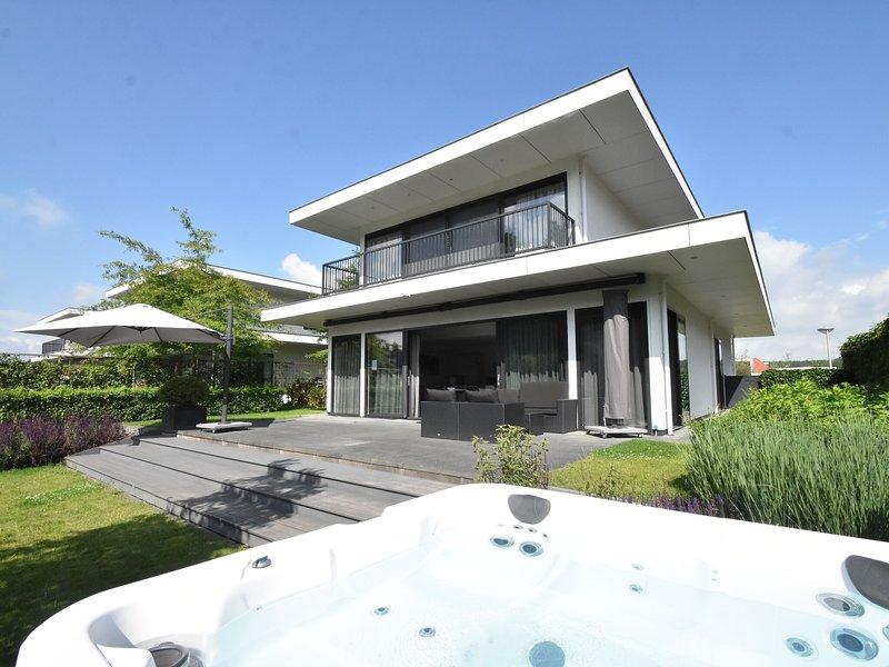 Modern Villa in Harderwijk with Sauna and Jacuzzi, holiday rental in Harderwijk