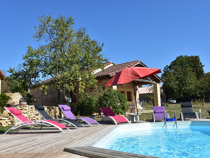 Luxurious Holiday home in Aquitaine with pool and huge terrace, holiday rental in Sainte Croix
