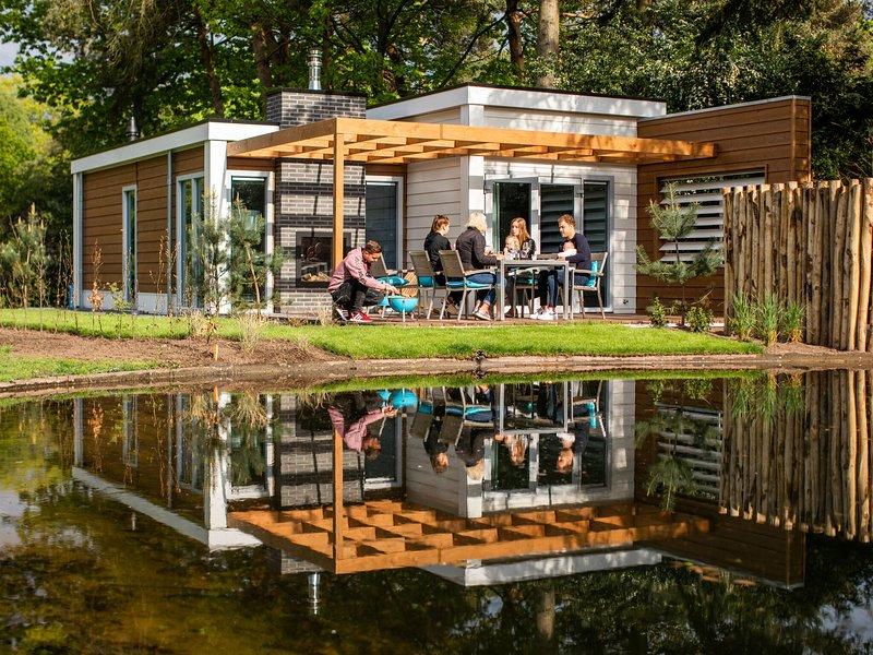 Luxurious, modern chalet with dishwasher, close to De Veluwe, casa vacanza a Lunteren