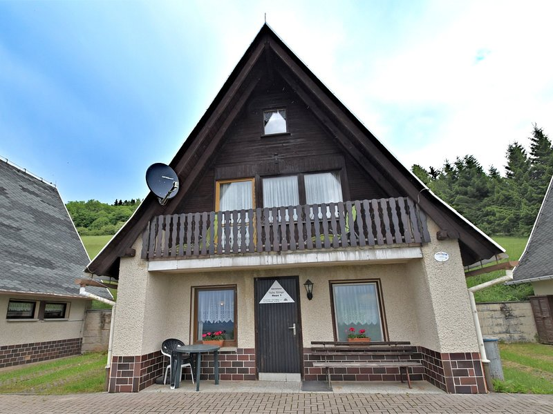 Quaint Holiday Home with Private Balcony in Trusetal Germany, vacation rental in Struth-Helmershof