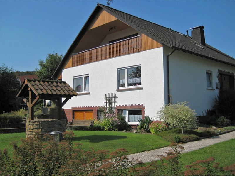 Cosy apartment in the Teutoburg Forest with a covered balcony, location de vacances à Steinheim