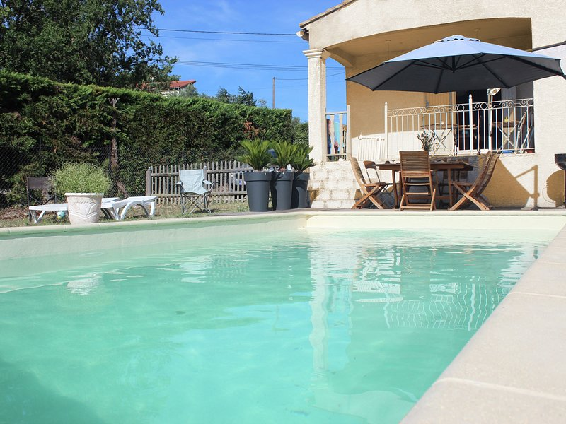 Beautiful Villa in Lédignan with Private Swimming Pool, vacation rental in Ledignan