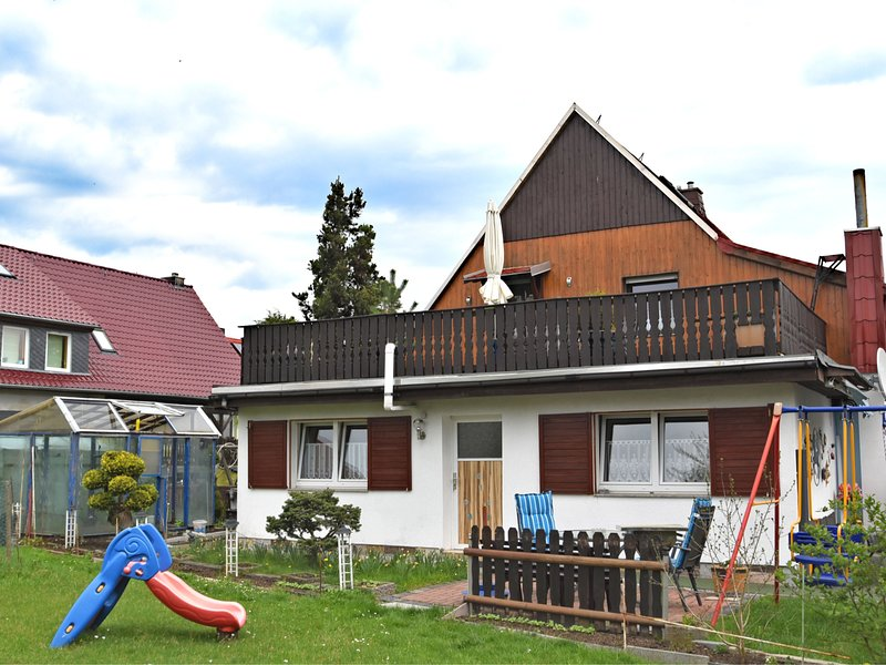 Peaceful Apartment with Private Terrace in Lichtenhain, location de vacances à Altendorf