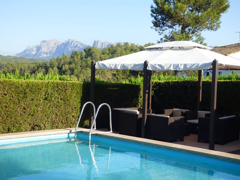 Luxurious Cottage in Catalonia with pool and garden with views, aluguéis de temporada em Els Hostalets de Pierola