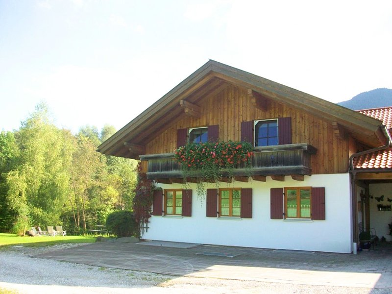 Beautiful property with views of the mountains and forest. Chalet in Garmisch