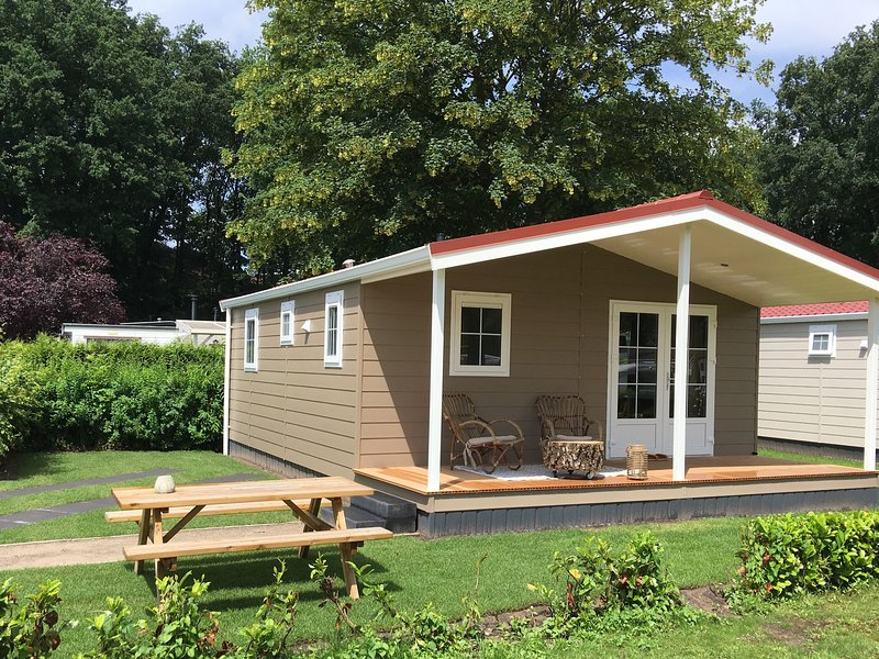 Comfortable bungalow with a terrace at the Bedafse Bergen, vacation rental in Vorstenbosch
