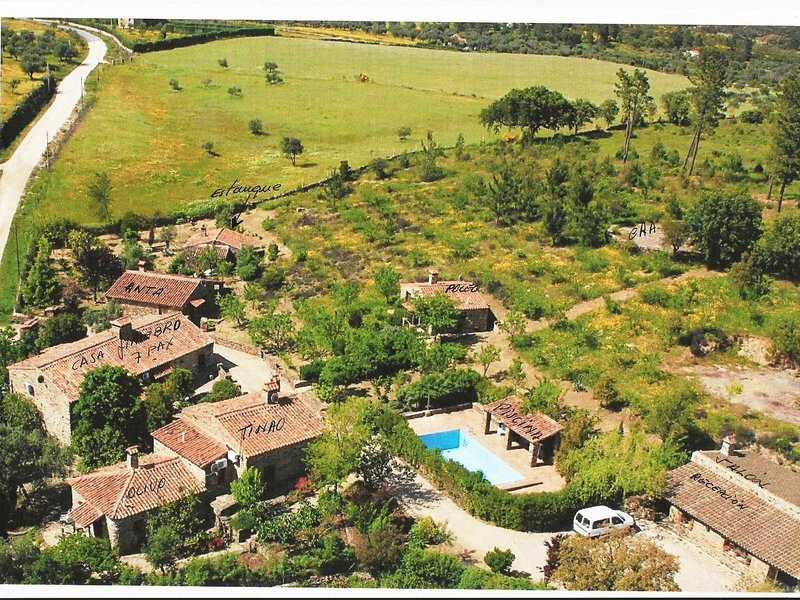 Authentic finca in rural setting with a communal s..., alquiler vacacional en Portalegre