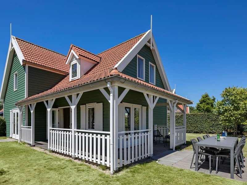 Restyled villa with dishwasher, near the Grevelingen Lake, vacation rental in Herkingen
