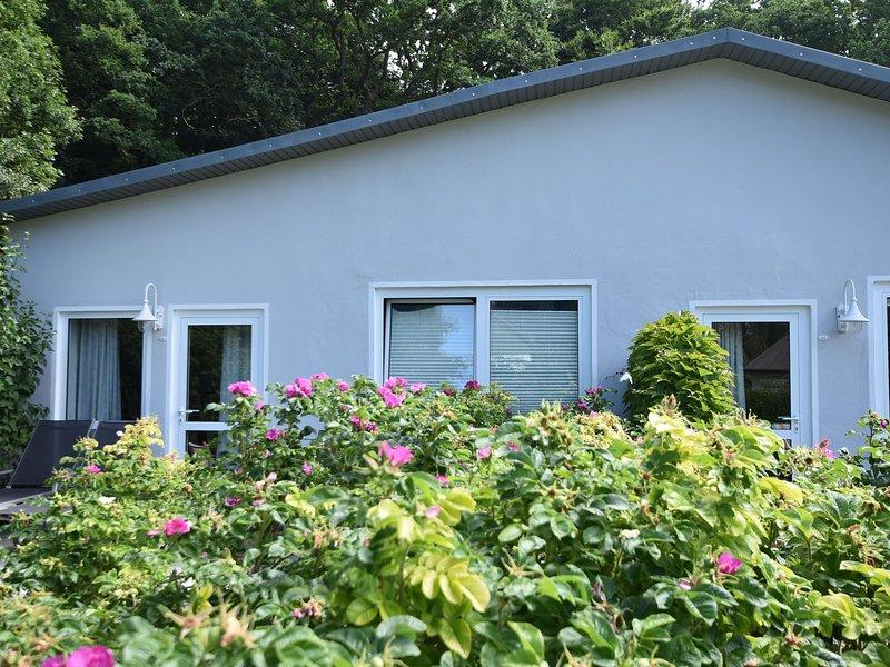 Cozy Holiday Home in Gohren Mecklenburg with Garden, casa vacanza a Göhren