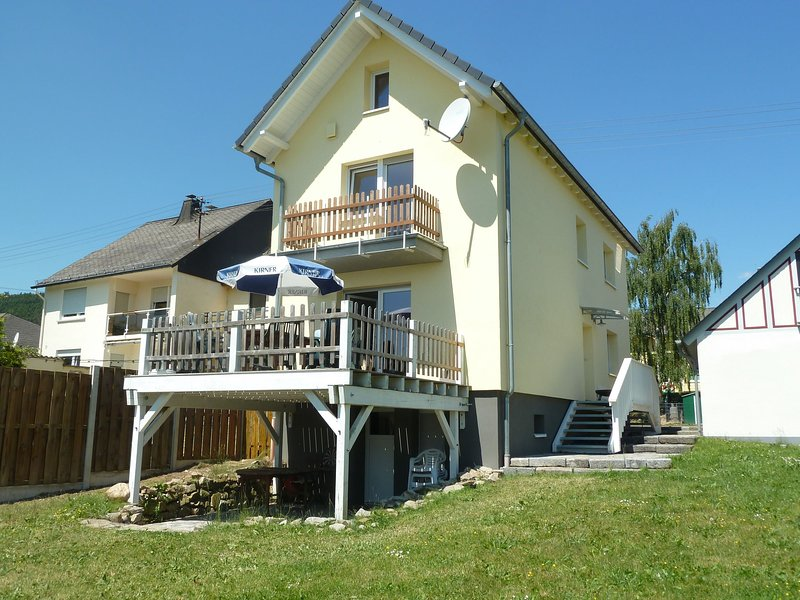 Detached holiday home with terrace and its own garden in the Hunsrück., holiday rental in Bollenbach