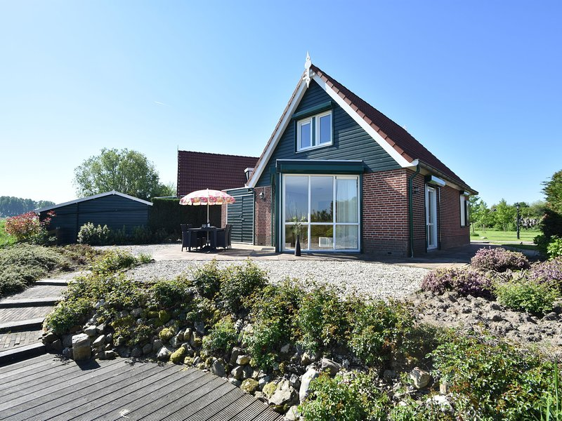 Modern holiday Home in South Holland by Lake Volkerak, holiday rental in Steenbergen