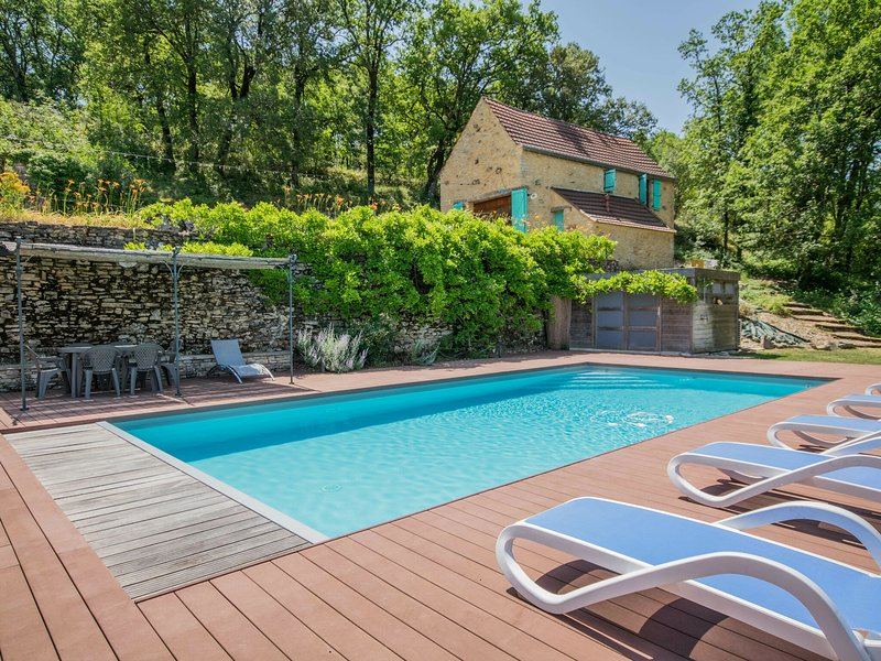 Beautiful Mansion with Private Pool in Lavercantière, location de vacances à Cazals