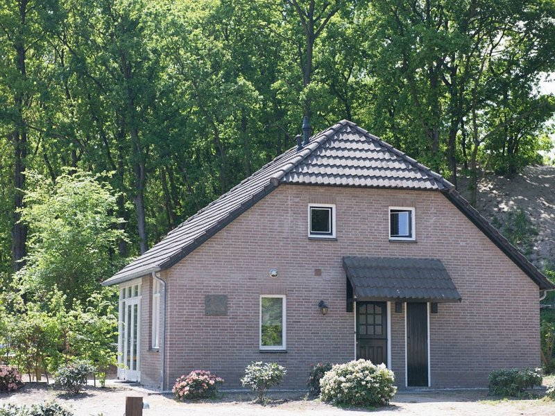 Characteristic holiday home with a terrace at Bedafse Bergen, vacation rental in Vorstenbosch