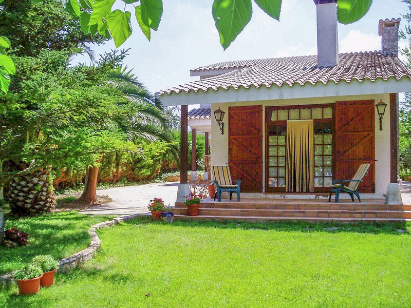 Holidays rural setting with large private garden., aluguéis de temporada em Duesaigues