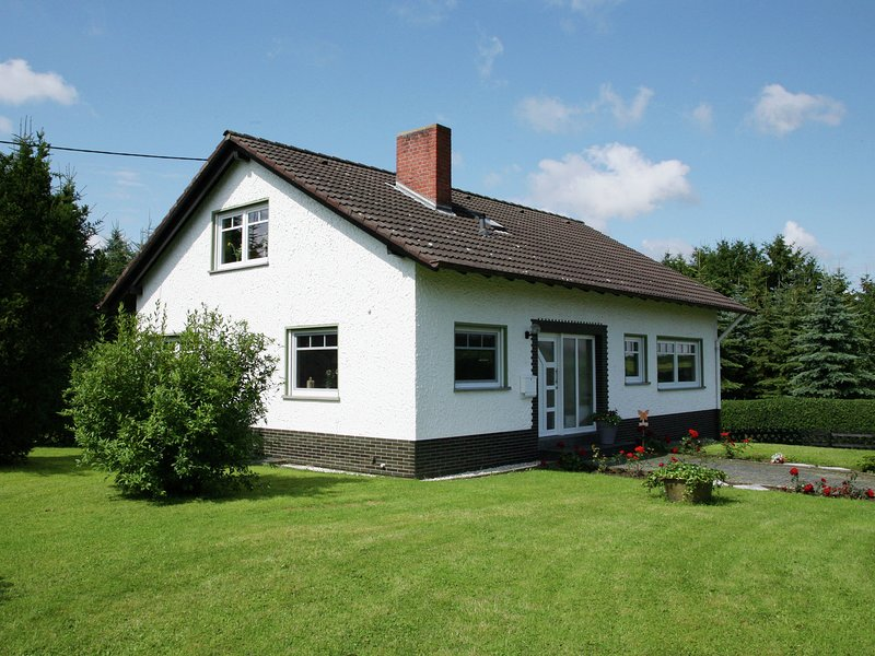 A detached holiday home in a highly scenic area, holiday rental in Kottenborn