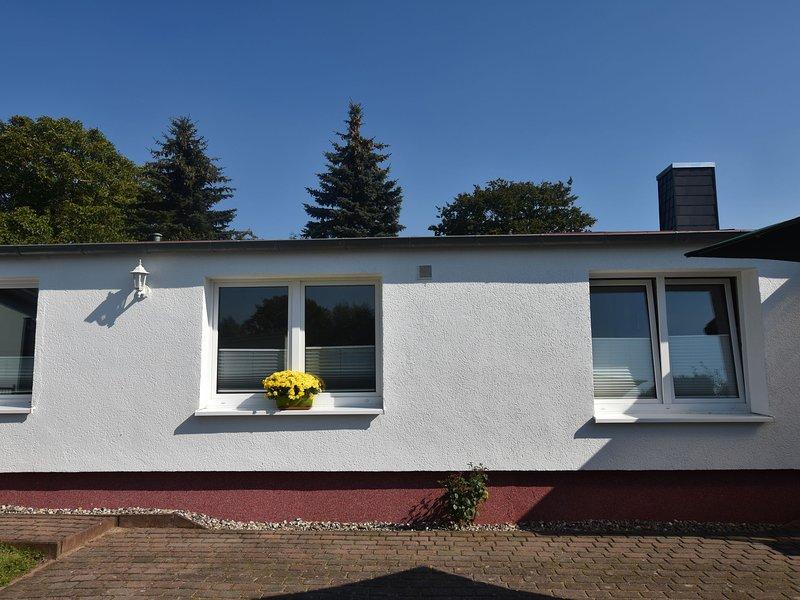 Beautiful Bungalow in Kröpelin with Garden, holiday rental in Kropelin