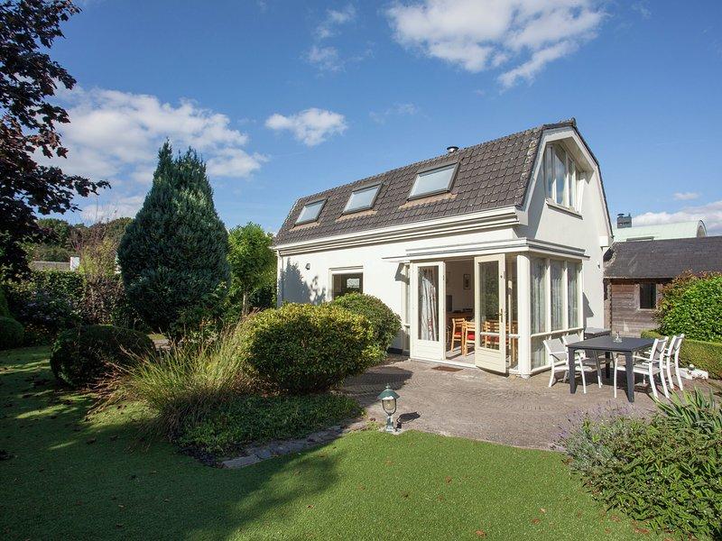 Quietly located modern house in a small bungalow park outside Noordwijk aan Zee. – semesterbostad i Noordwijkerhout