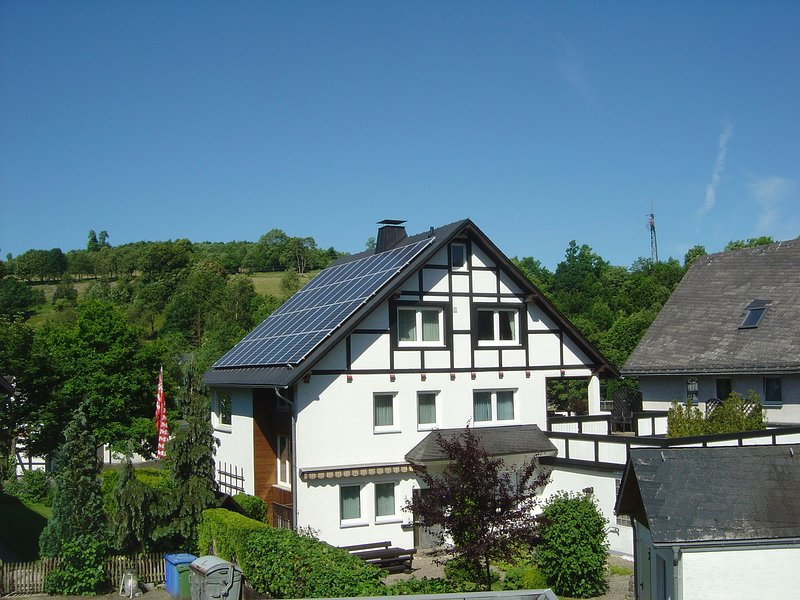 Apartment in Assinghausen with a Sun Terrace, holiday rental in Andreasberg