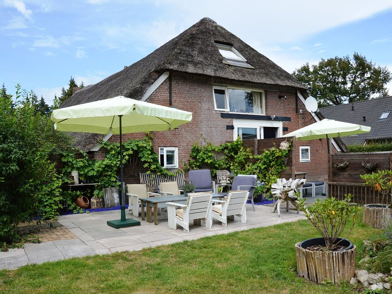 A beautiful, link-detached farm house in the Drentse Wapse, holiday rental in Veenhuizen