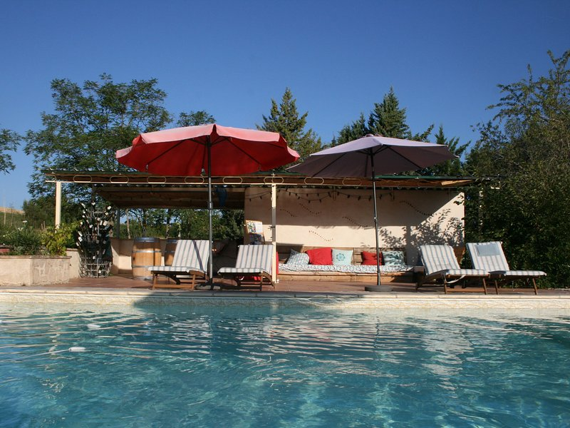 Gîte Le Syrah with swimming pool in a 250 year-old winery, holiday rental in Rivieres