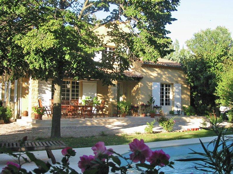 Spacious villa in Saze with private terrace – semesterbostad i Domazan