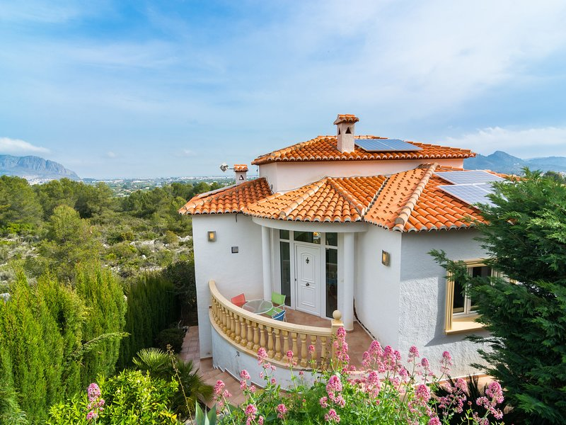 Detached villa with private swimming pool in Pedreguer, vacation rental in Sagra