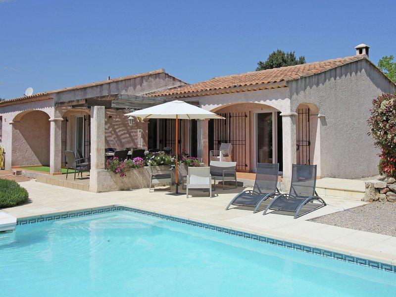 Gorgeous Villa in Bagnols-en-Forêt with Swimming Pool, holiday rental in Bagnols-en-Foret