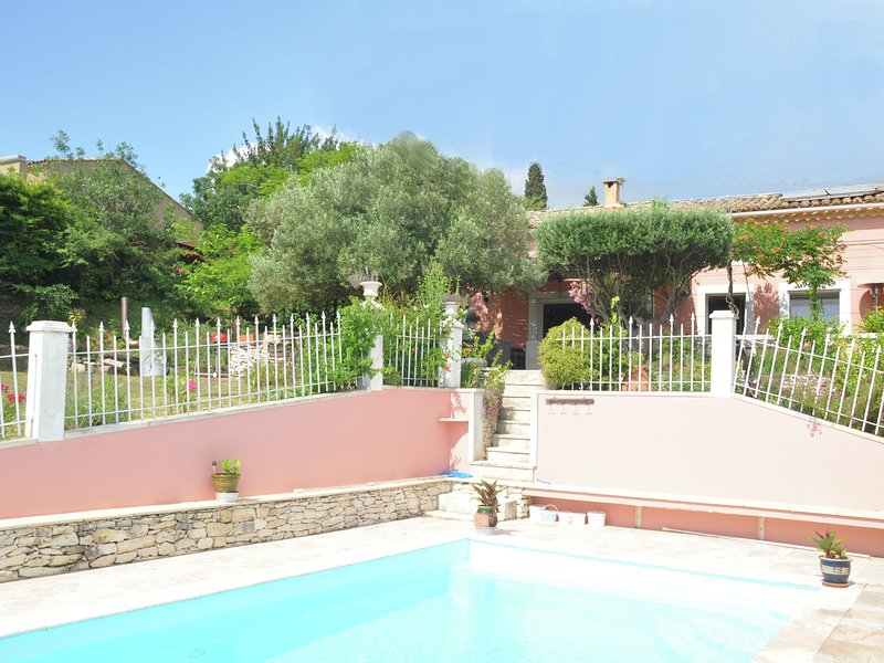 Provencal villa with private pool and beautiful view on the vineyards, holiday rental in Tavel