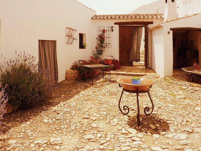 Vintage Farmhouse in Algarinejo with Terrace, holiday rental in Loja
