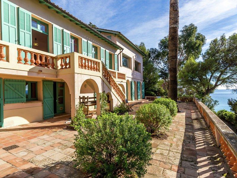 Beautiful Villa in Rayol-Canadel-sur-Mer near Sea, casa vacanza a Rayol-Canadel-sur-Mer