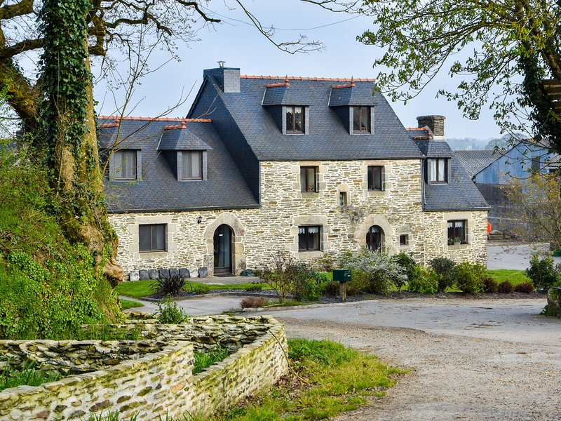 Historic Holiday Home on Working Farm in Le Moustoir, holiday rental in Carnoet