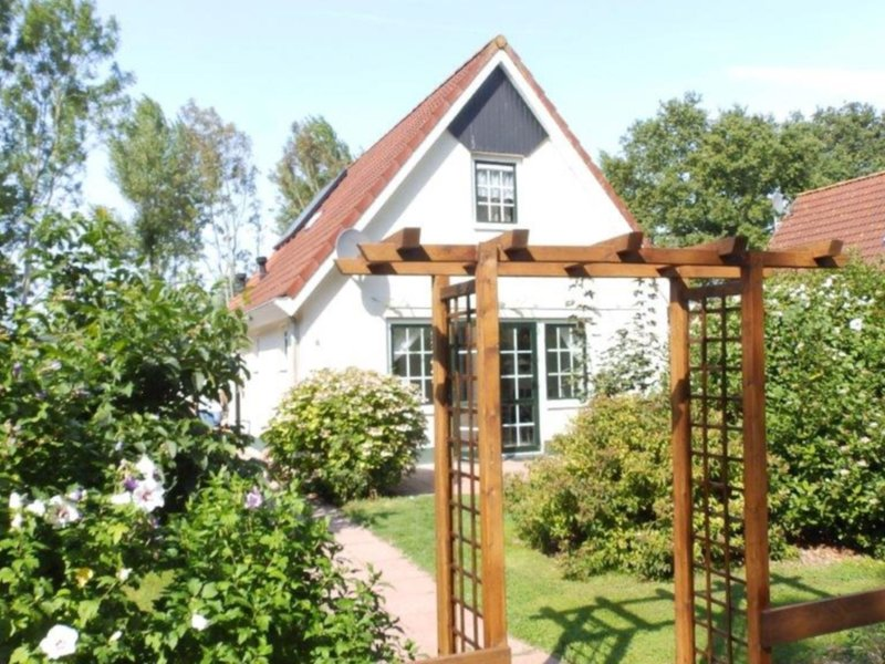 Detached holiday home for 6 people close to the Veerse Meer and marina, alquiler vacacional en Wolphaartsdijk