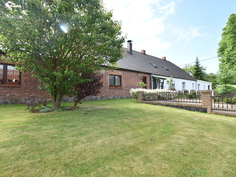 Idyllic Holiday Home in Gerdshagen with Barbecue, holiday rental in Rosenhagen