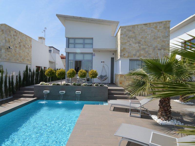 Modern Villa in Ciudad Quesada with Private Pool, holiday rental in Ciudad Quesada
