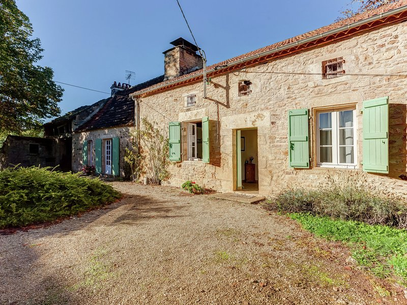 Historic holiday home from 17th century with peace and privacy in the forest., vacation rental in Gourdon