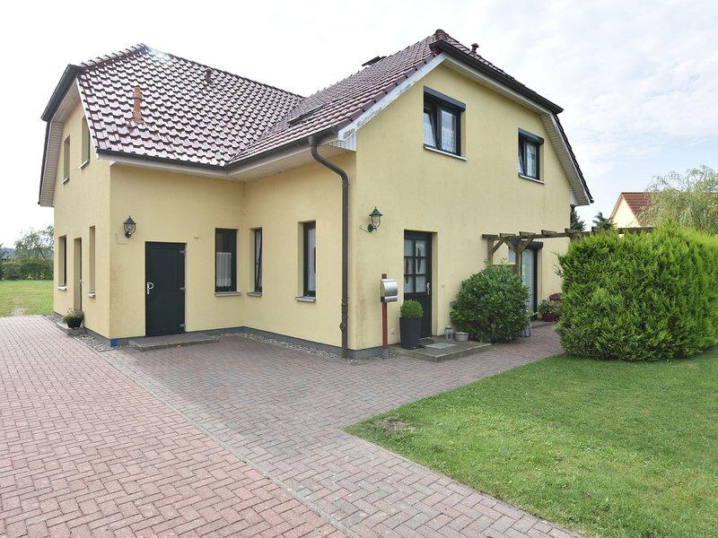 Comfortable Apartment in Kühlungsborn Near Sea, holiday rental in Klein Bollhagen