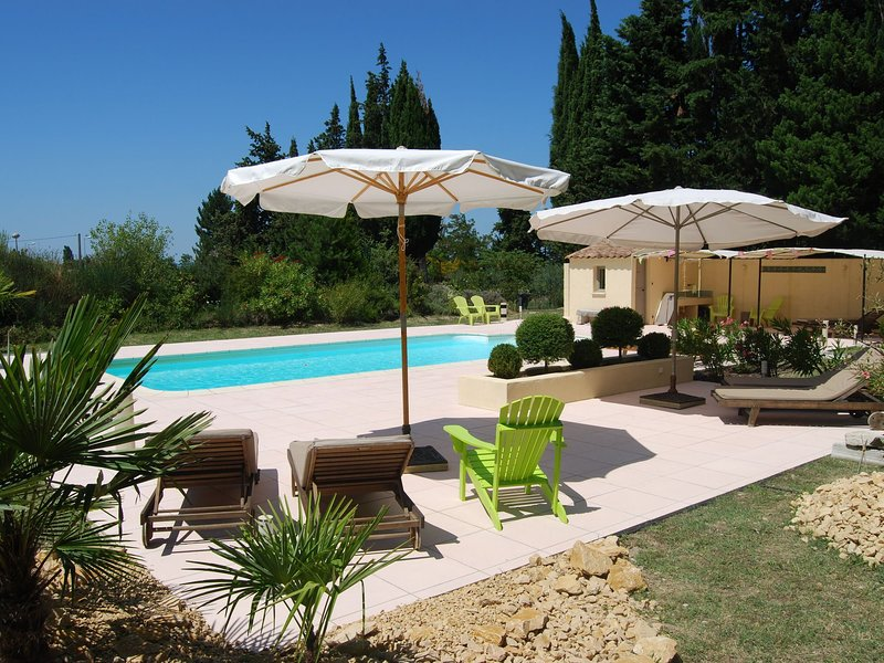Cozy Mansion in Provence France with Swimming Pool, holiday rental in Montbrison-sur-Lez