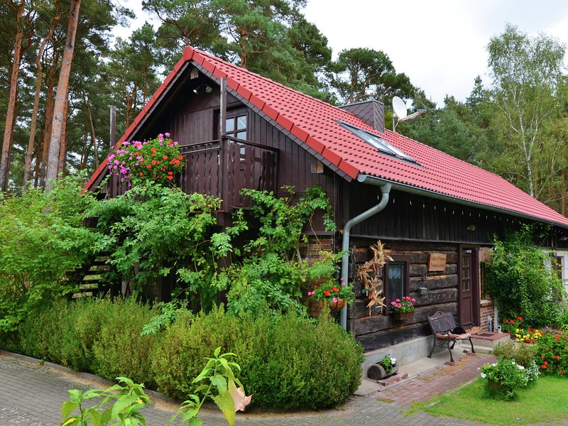 Luxury Cottage inSchmogrow-Fehrow Brandenburg near Lake, holiday rental in Schmogrow Fehrow