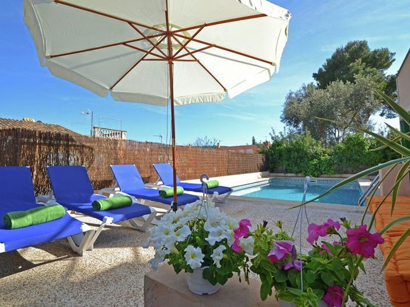 Modern Chalet with Private Pool in El Toro Majorca, holiday rental in Santa Ponsa