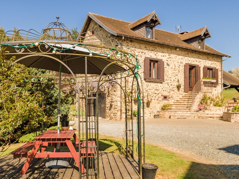 A comfortable way to go back in time to find space, tranquillity and nature, vacation rental in Segur-le-Chateau