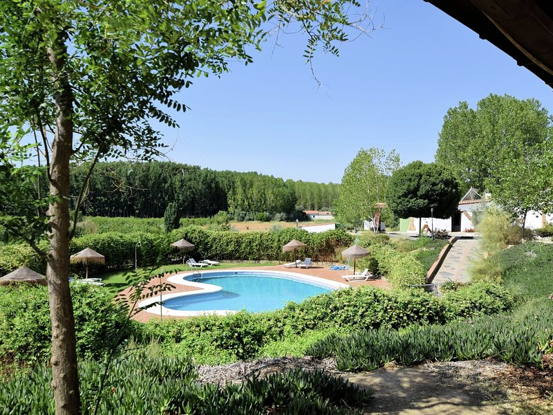 Cave house with private terrace on a small complex, location de vacances à Alhambra
