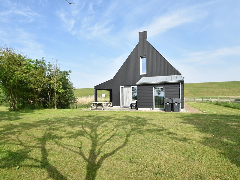Traditional and modern 6 person fishing holiday home, near Frisian Franeker, holiday rental in Ballum